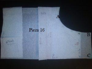 Lateral. la parte central es la que yo he ampliado y unos cm hacia delante. Faltan 2 cm hacia abajo para sujetar luego la suela