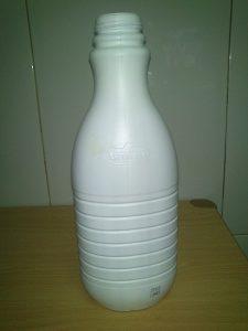 Botella leche reciclada
