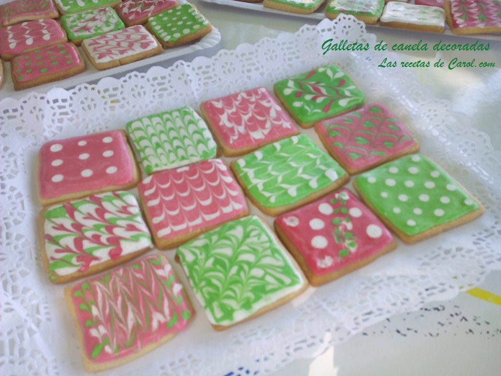 Galletas decoradas en verde y rosa