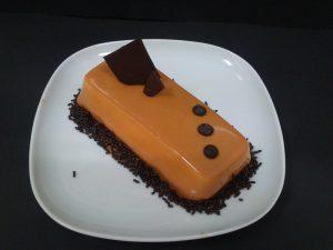 Mousse de crema catalana con glaseado de caramelo