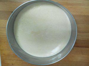 Verter en un molde de horno o bandeja